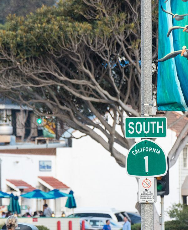 California street sign that says south California 1 on it. Begin online therapy in California with online therapist melissa russiano who offers online therapy for burnout, compassion fatigue, imposter syndrome, and therapy for therapists