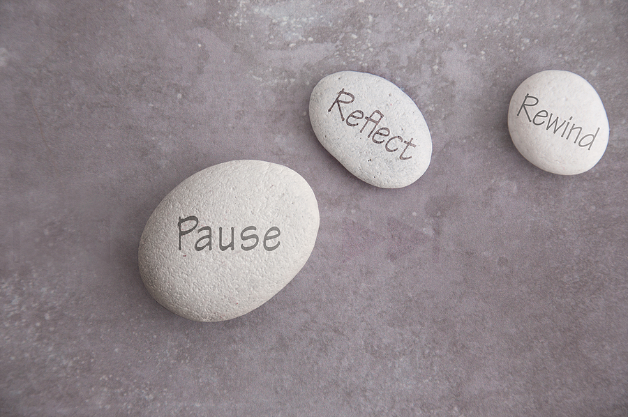 3 stones with the words pause, reflect, and rewind written on them. Fight therapist burnout and work with online therapist Melissa Russiano for Therapy for Therapist™